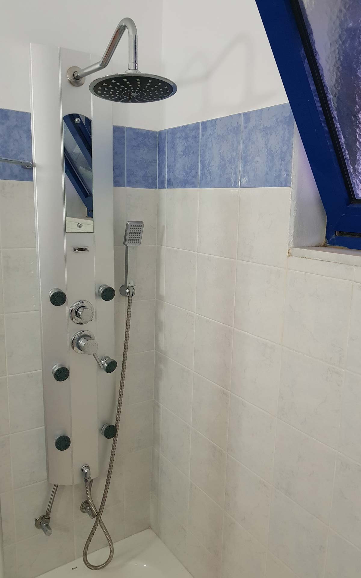 Lindianmyth-Superior-Lux--shower-with-hydromassage-features